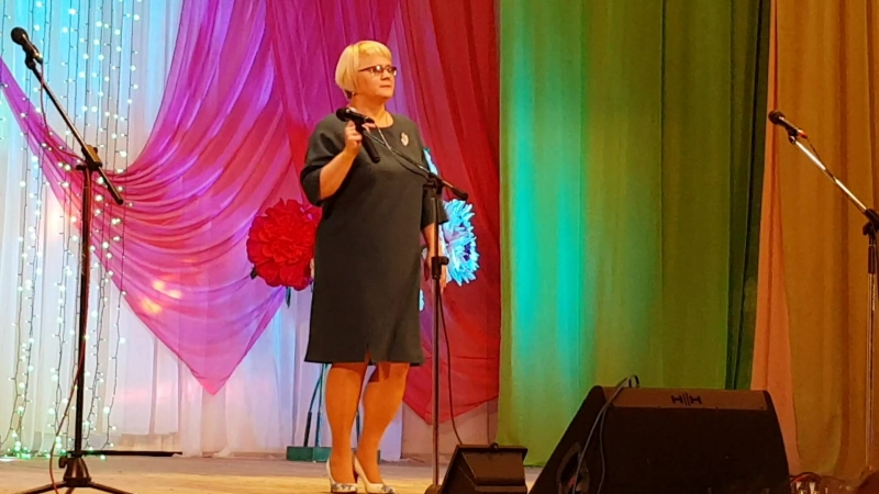 Наталья Владиславовна с песней на День Учителя
