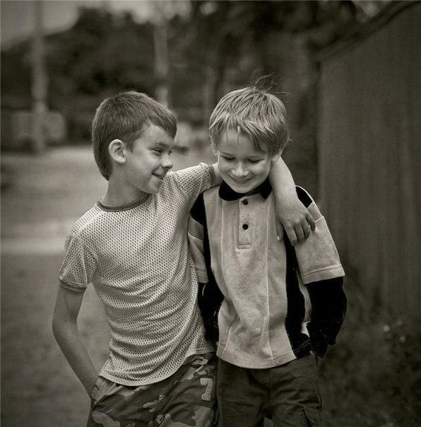 дружили два друга один богатый другой бедный они были лучшими друзьями: