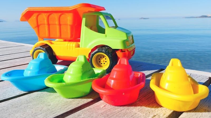 Giochi sulla spiaggia. Le macchine per bambini. Impariamo i colori