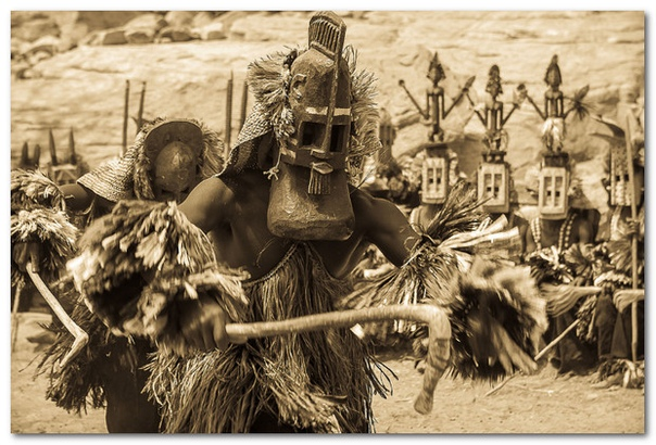 Племена с Сириуса. Подробнее о мифологии догонов. С древнейших времен священное место в религии догонов занимала звезда, которую современные астрономы называют Сириус В. Откуда у древнего народа
