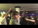 Фаны Эвертона празднуют победу Реала над Ливерпулем