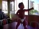 Бразильский малыш в памперсе взорвал Интернет своим танцем news2 ru