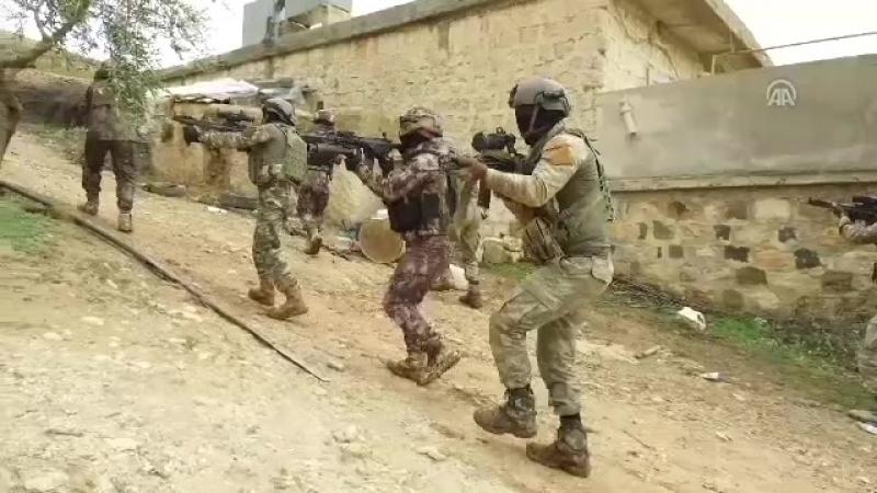Türkiyenin dört bir yanından bölgeye sevk edilen jandarma ve polis özel harekat timleri, Afrin hattında operasyona destek vermey