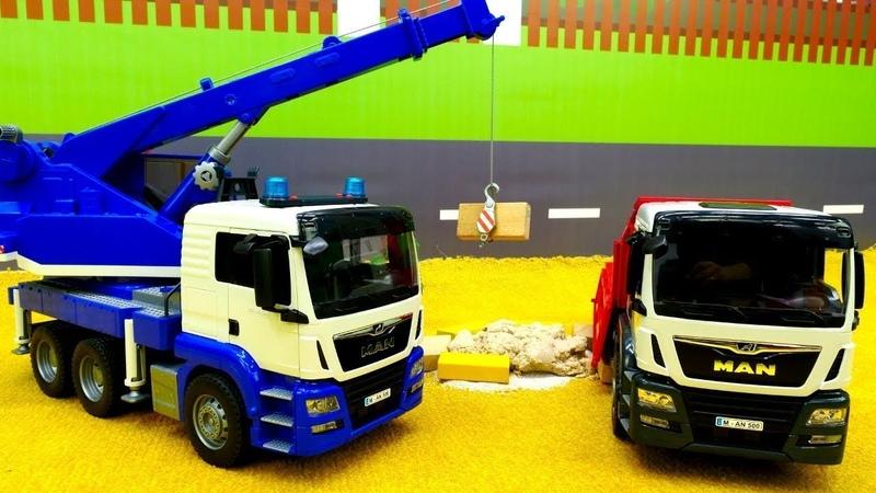 Tolle Spielzeugautos Die Baustellenfahrzeuge bauen einen Sandkasten
