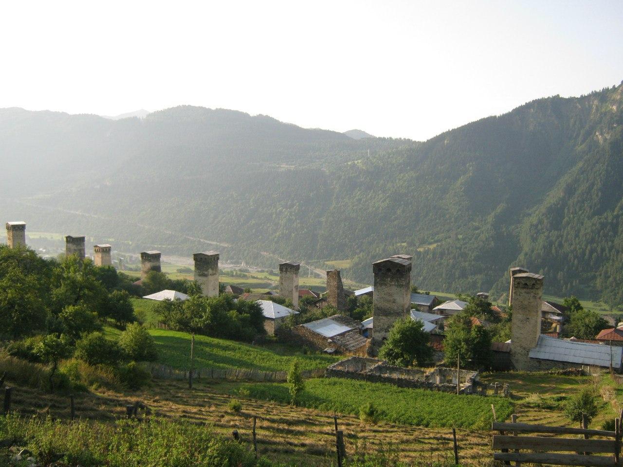 В селе Лахири 15 старинных башен.