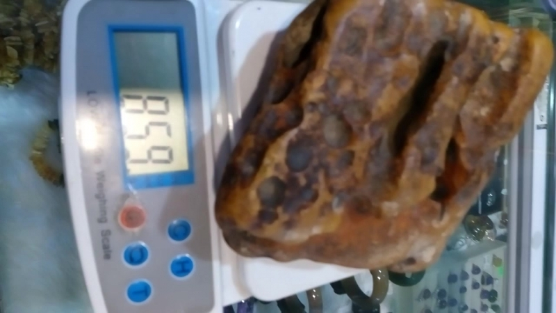 Янтарь для резьбы, вес: 856 гр.