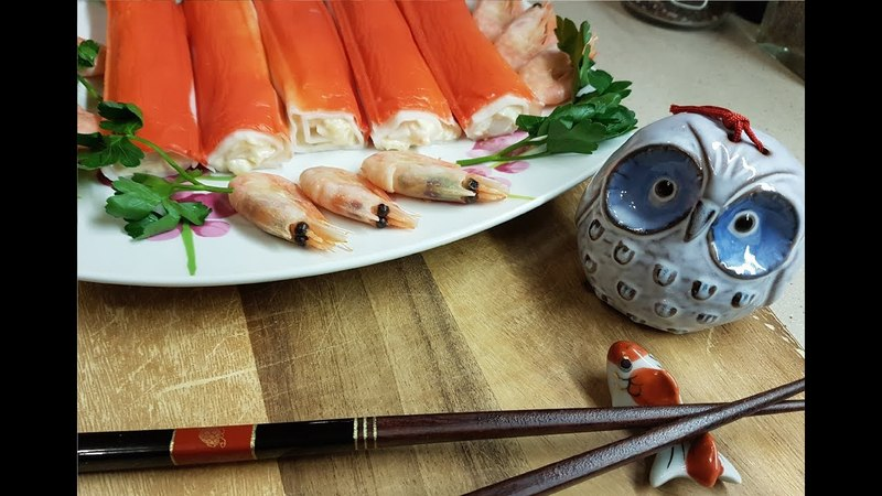 Фаршированные рулетики из крабовых палочек креветок и ананаса