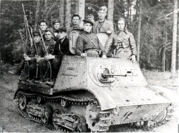 Бойцы партизанской бригады им