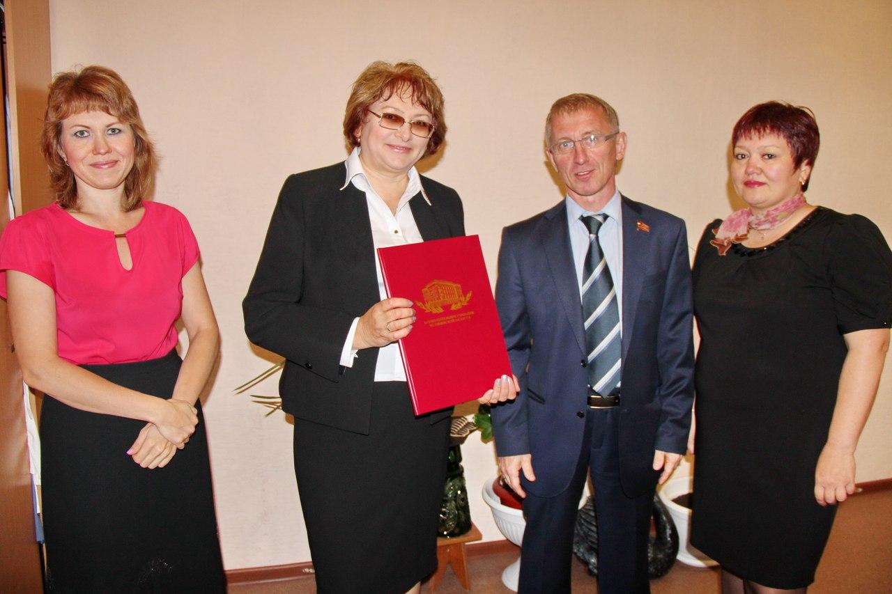 К. Нациевский, Г. Валовая(слева) и педагоги шк.№43