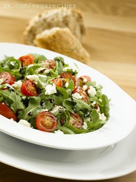 Салат рукола помидоры черри