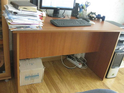 Компьютерный стол  б.у