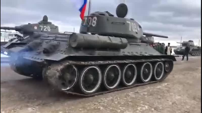 Вчера лаоские танки Т34 прибыли в подмосковный Наро-Фоминск. Их встретили особенно торжественно!