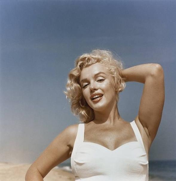 Пляжная фотосессия с Мэрилин Монро, 1957 год. Фотограф: Sam Shaw.