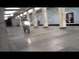 За скандальную выходку в столичном метро байкеру грозит реальный срок - Первый канал