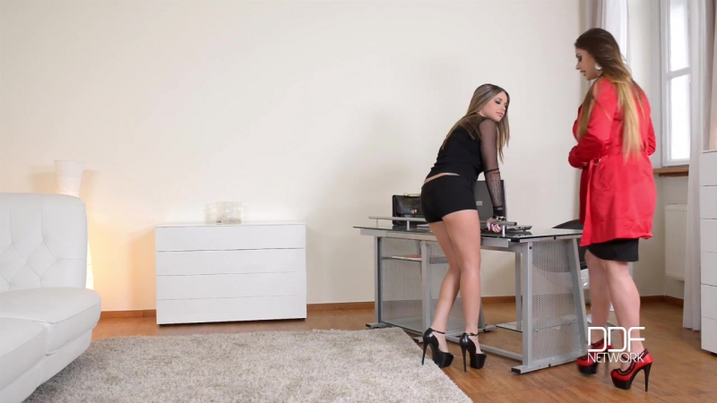Euro moms Rachele Richey and Cathy Heaven deliver ball licking blowjob № 423601  скачать