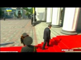 Солдат почетного караула потерял сознание на инаугурации Порошенко