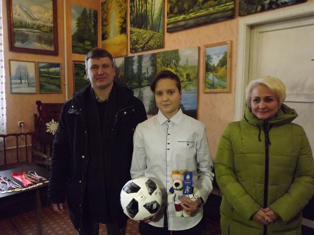 Глава Куйбышевского внутригородского района г. Самара привез подарок для юной дончанки
