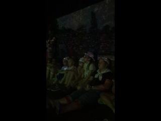 Продолжение просмотра виртуального фильма в музее истории футбольного клуба
