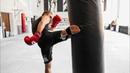 Как бить быстрее повторные удары ногами Комбинации в тайском боксе 6 rfr bnm scnhtt gjdnjhyst elfhs yjufvb rjv byfwbb d