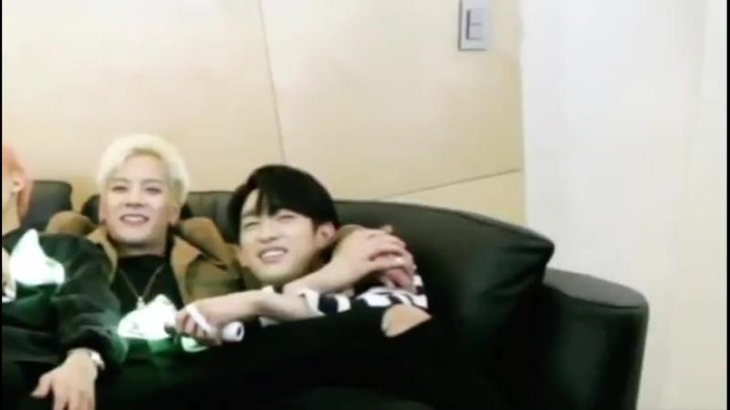Intimidade é pouco perto do que esses dois tem - GOT7 갓세븐 @GOT7Official JinSon