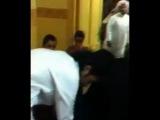 Мама Мухаммада Ахмади упала без чувств, после того, как увидела своего сына, пришедшего к ней после выхода из тюрьмы.