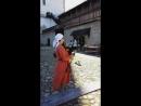 Скальд играет на волынке в Северном дворе Нарвского замка