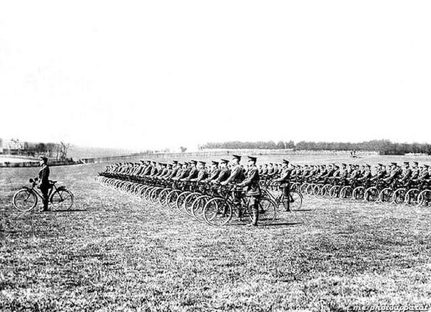 Кентский велocипедный батальон на параде