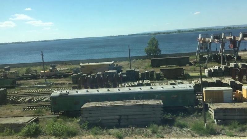 Вид из окна скорого поезда №132 Москва - Орск. Отправление со станции Сызрань.