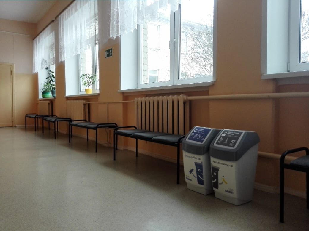 В школах Дубны установлены урны для раздельного сбора отходов