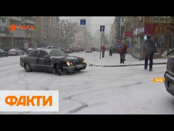 Первый снег в Киеве. Рекордные пробки, сотни ДТП и травмированные на тротуарах