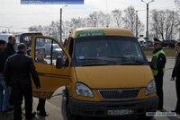 В двух случаях водители сами велели пассажирам пересесть на пустые городский маршрутки, остальные вступали.