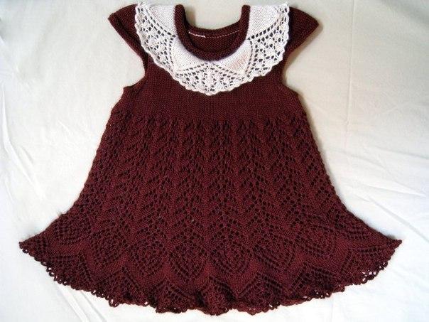 вязаное спицами платье для