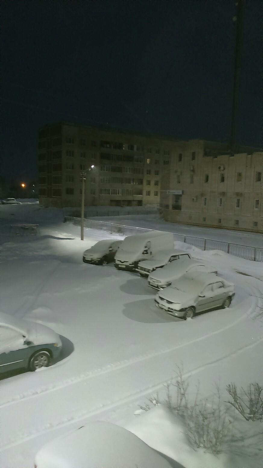 А снег идет.
