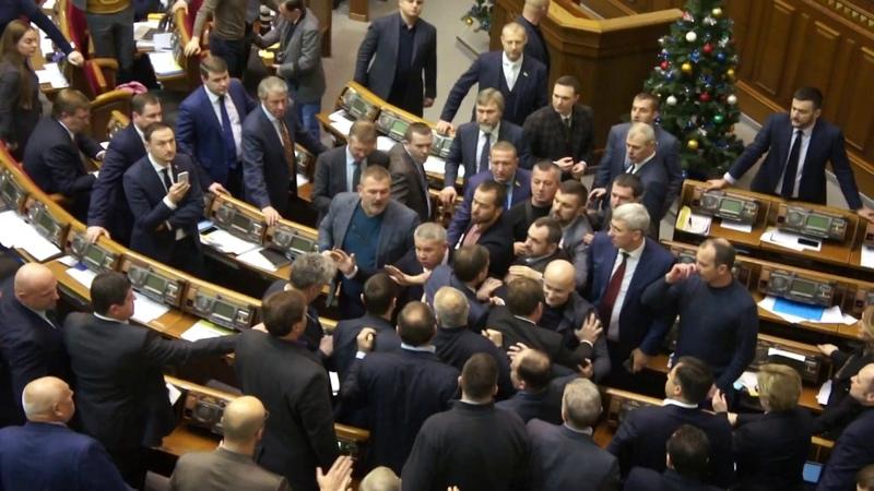 Масова бійка у Верховній Раді через банер з Медведчуком