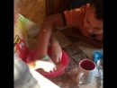 Крахмал и вода дети рады и заняты на пару часов