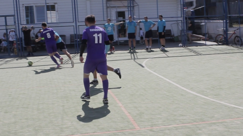 футбол на поле делк_2