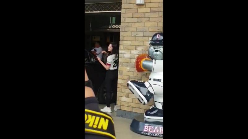 180812 ღ Lovelyz ღ По дороге на Dusan Bears vs Lotte Giants Baseball Game