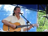 Олег Митяев. Изгиб гитары желтой.
