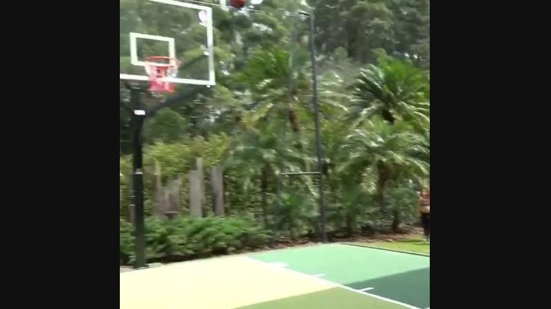 Хамес Родрігес баскетболіст чи футболіст