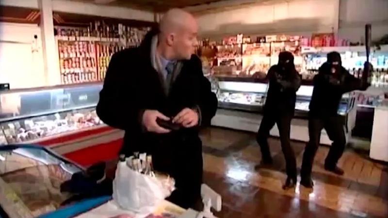 Глухарёв издевается над грабителями магазина