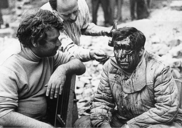 Фото со съёмок фильма «Двадцать дней без войны», СССР, 1976 год. В кадре Алексей Герман и Юрий Никулин.В апреле, когда съемочная группа уже работала в Калининграде, из Ленинграда пришло