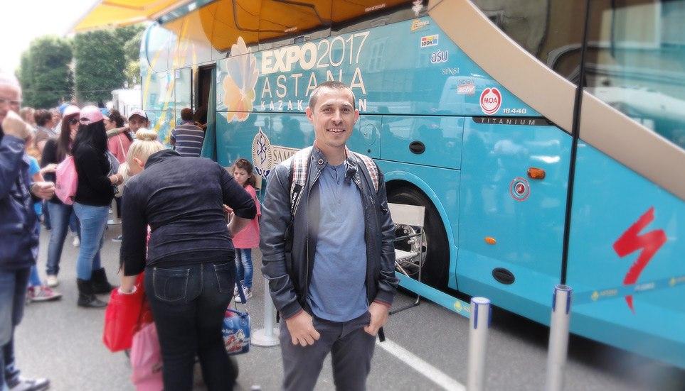 Автобус профессиональной велосипедной команды Астана