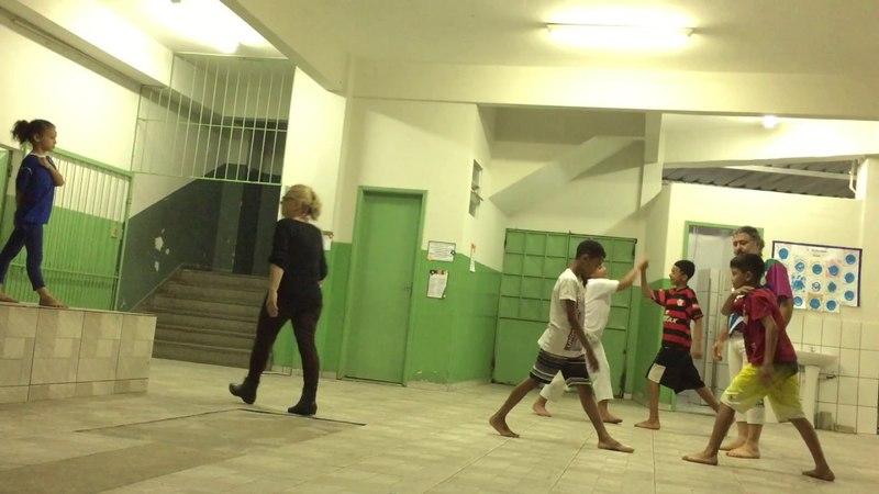 UNICAPOEIRA na Escola Municipal Belmira Duarte Dias: Grupo Meia Lua. Mestre Polêmico. 15mai18