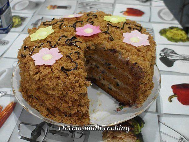 Медовый торт с черносливом и орехами