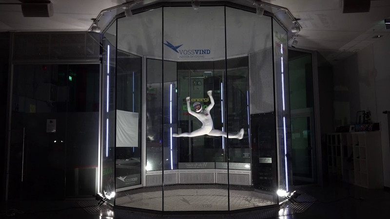 Indoor skydiving freestyle