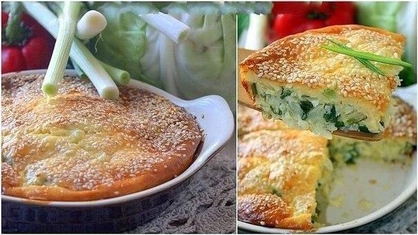 Капустный пирог Что нужно: 500 г белокачанной капусты3 яйца5 ст. л. сметаны3 ст. л. майонеза6 ст. л. муки1 ч.л. соли2 ч.л. разрыхлителяукроп, петрушка по желаниюкунжут по желаниюЧто делать: 1.