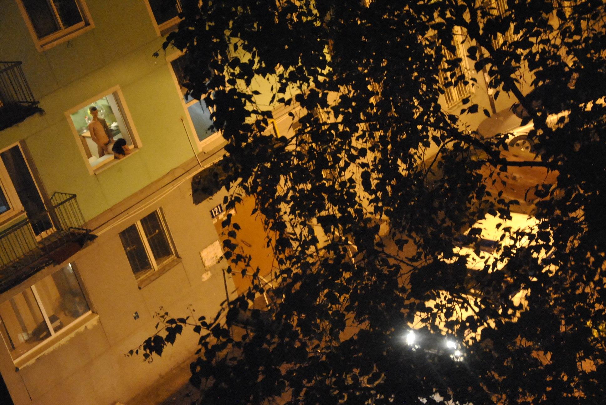 Смотрю в окно соседки 16 фотография