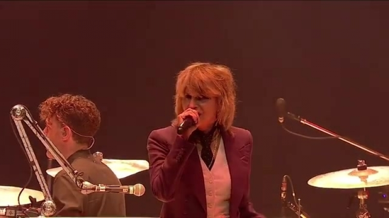 Arcade Fire with Chrissie Hynde of The Pretenders doing