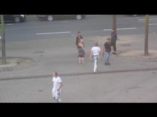 Wuppertal-Oberbarmen, Berliner Platz Asylanten bewerfen Menschen mit Bierflaschen