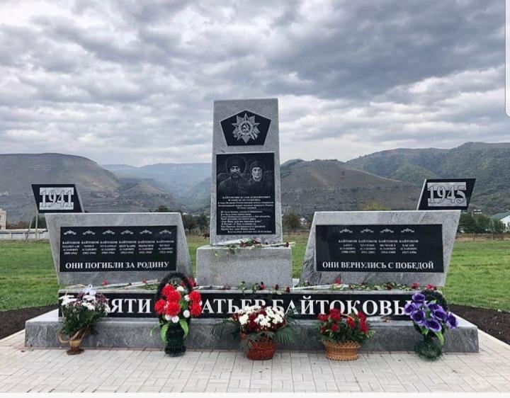 В Карачаевском городском округе открыли памятник братьям - фронтовикам